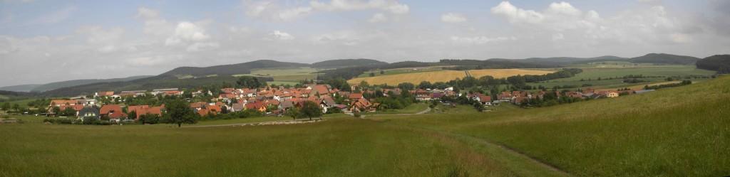 Panorama_von_Bibra,_Juni_2009_(1)