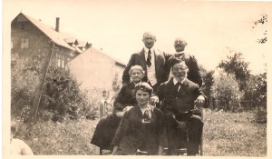 Nanette_Parents_brothers_1920s